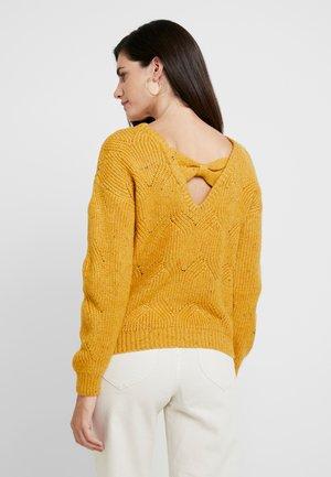 MOFORNIA - Strikkegenser - jaune retro