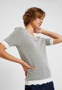 NAF NAF - COCOMC - Print T-shirt - ecru - 3