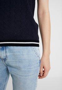 NAF NAF - SAMYMC - T-shirt print - bleu marine/blanc - 4