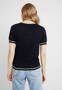 NAF NAF - SAMYMC - T-shirt print - bleu marine/blanc - 2
