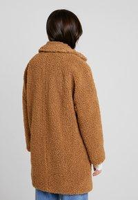 NAF NAF - BIPROTEST - Zimní kabát - camel - 2