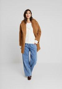 NAF NAF - BIPROTEST - Zimní kabát - camel - 1