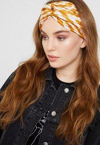NAF NAF - Hair styling accessory - curcuma - 1