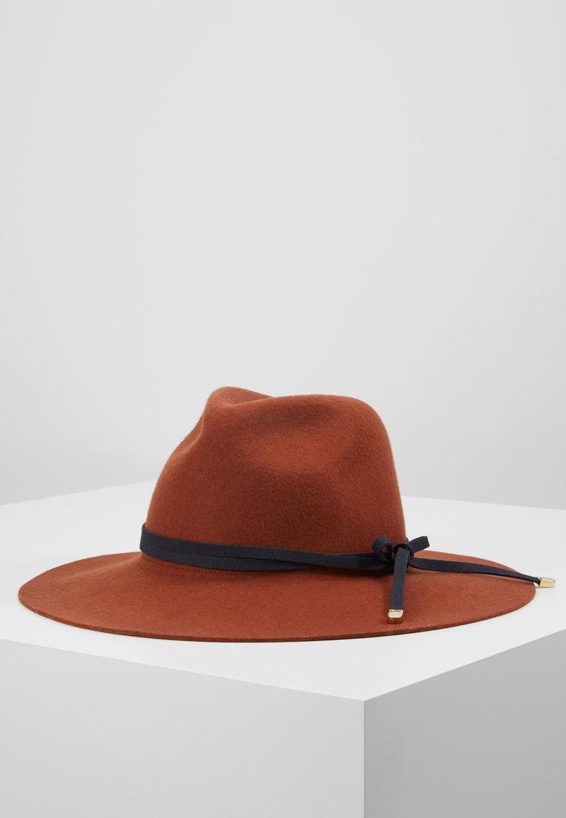 NAF NAF - THOOD - Hat - fauve