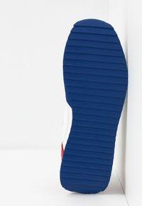 Napapijri - Tenisky - white/navy/red - 4