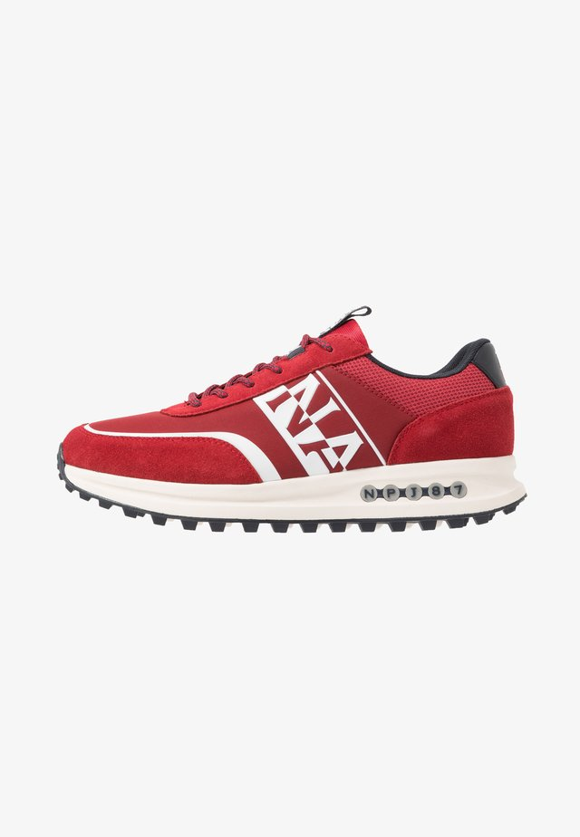 Sneakers - cherry red