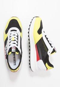 Napapijri - Sneakersy niskie - yellow/black - 1