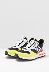 Napapijri - Sneakersy niskie - yellow/black - 2