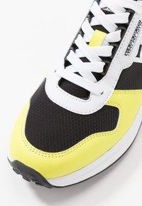 Napapijri - Sneakersy niskie - yellow/black - 5