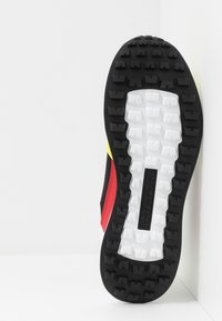 Napapijri - Sneakersy niskie - yellow/black - 4