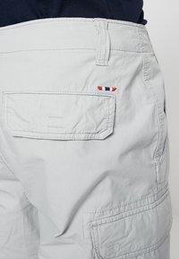 Napapijri - NOTO 2  - Shorts - light grey - 4
