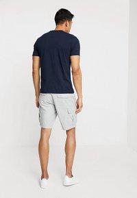 Napapijri - NOTO 2  - Shorts - light grey - 2