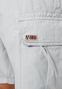Napapijri - NOTO 2  - Shorts - light grey - 6