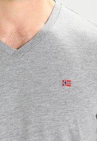 Napapijri - SENOS V - Camiseta básica - grey - 3