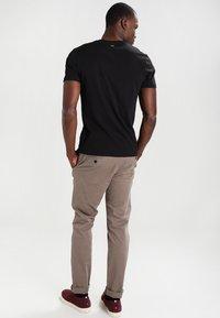 Napapijri - SENOS V - Camiseta básica - black - 2
