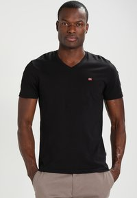 Napapijri - SENOS V - Camiseta básica - black - 0
