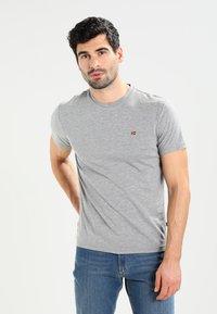 Napapijri - SENOS CREW - Camiseta básica - med grey melange - 0