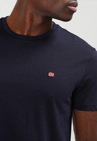 Napapijri - SENOS CREW - T-shirts - blu marine - 3