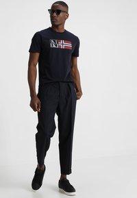 Napapijri - SAXY - Camiseta estampada - blue marine - 1
