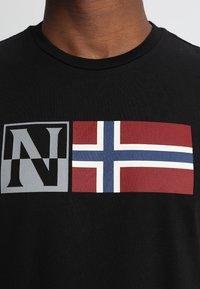 Napapijri - SAXY - T-shirt imprimé - black - 4