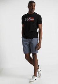 Napapijri - SAXY - T-shirt imprimé - black - 1