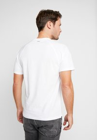 Napapijri - SASTIA  - Camiseta estampada - bright white