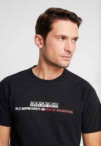 Napapijri - SASTIA  - T-shirt con stampa - black - 5
