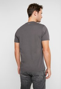 Napapijri - SAXY  - Camiseta estampada - volcano - 2