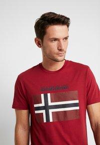 Napapijri - SAXY  - Camiseta estampada - rhubarb red - 3