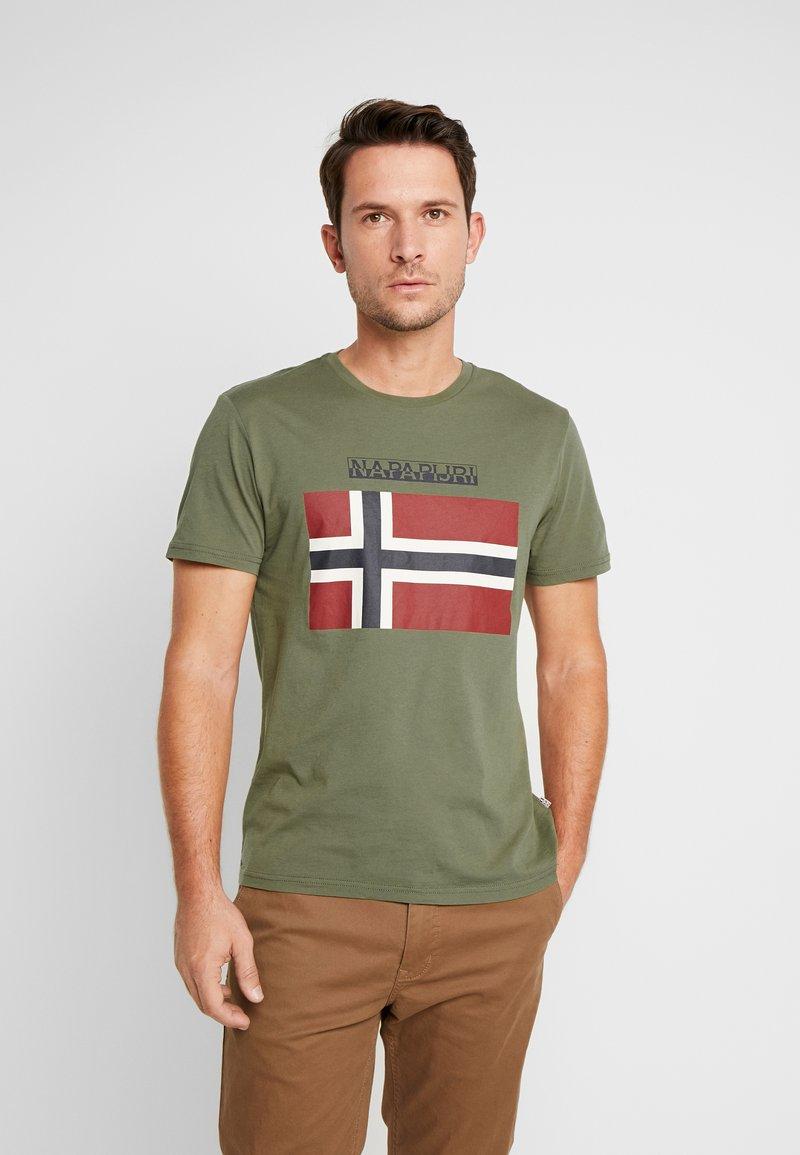 Napapijri - SAXY  - Camiseta estampada - new olive green