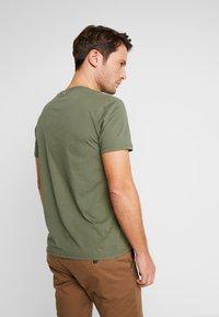 Napapijri - SAXY  - Camiseta estampada - new olive green - 2