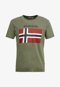 Napapijri - SAXY  - Camiseta estampada - new olive green - 3