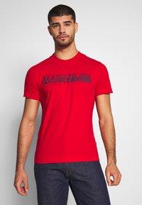 Napapijri - SOLANOS - Camiseta estampada - bright red - 0