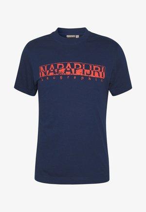 SOLANOS - Print T-shirt - medieval blue