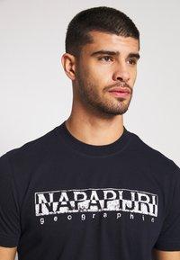 Napapijri - SOLANOS - Camiseta estampada - marine - 5