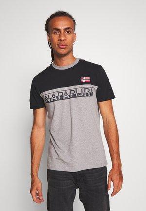 SARAS - T-shirt z nadrukiem - med grey