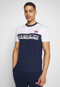 Napapijri - SARAS - Camiseta estampada - medieval blue - 0