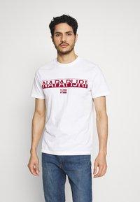 Napapijri - SARAS SOLID - Camiseta estampada - bright white - 0