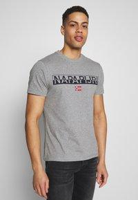 Napapijri - SARAS SOLID - Camiseta estampada - grey melange - 0