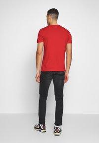 Napapijri - SARAS SOLID - Camiseta estampada - bright red - 2