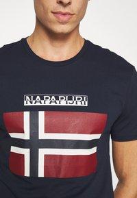 Napapijri - SELLYN - Camiseta estampada - blue marine - 5