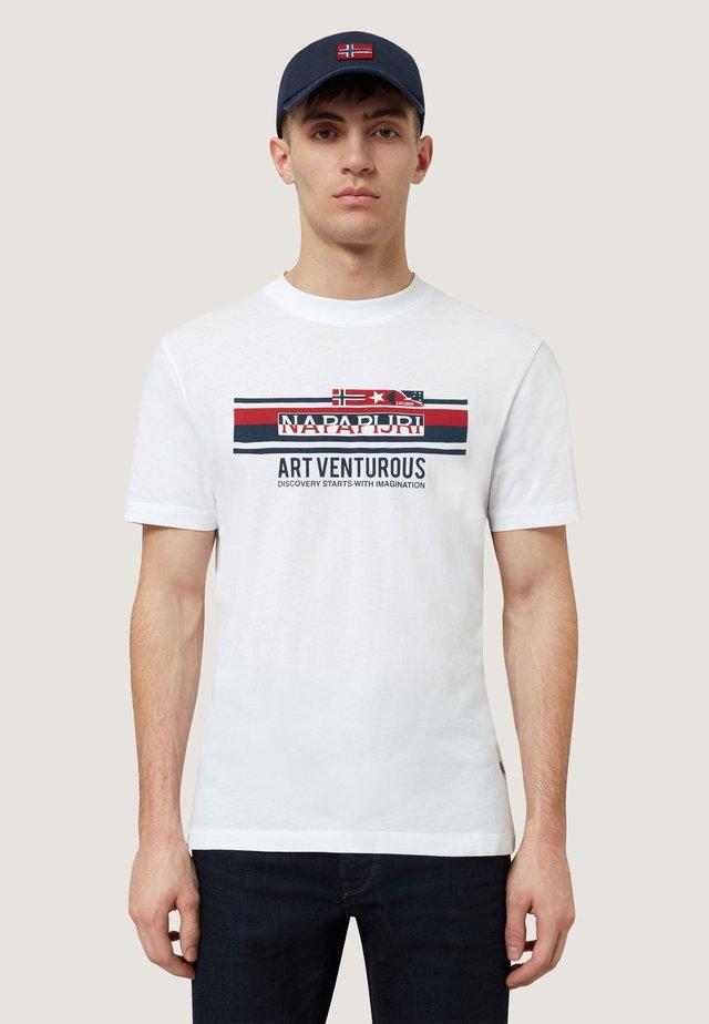 SIKAR - Camiseta estampada - white