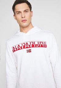 Napapijri - BARAS HOODIE  - Huppari - bright white - 4