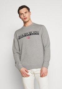 Napapijri - BARAS CREW NECK - Sweatshirt - mottled grey - 0