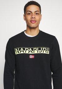Napapijri - BARAS CREW NECK - Sweatshirt - black - 4