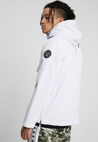 Napapijri - RAINFOREST POCKET  - Winter jacket - bright white - 2
