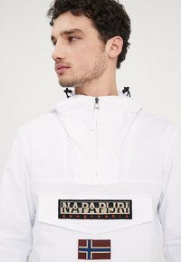 Napapijri - RAINFOREST SUMMER - Windbreaker - bright white - 3