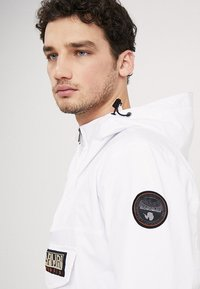 Napapijri - RAINFOREST SUMMER - Windbreaker - bright white - 6