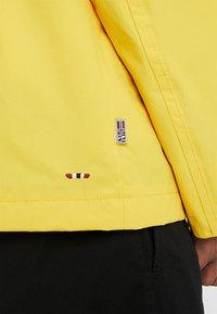 Napapijri - RAINFOREST SUMMER - Windjack - freesia yellow - 5