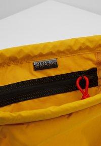 Napapijri - HACK GYM - Sportovní taška - mango yellow - 2